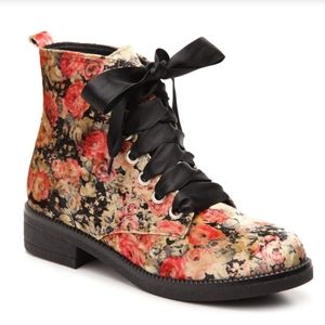 Dirty Laundry Stefan Velvet boot with ribbon laces